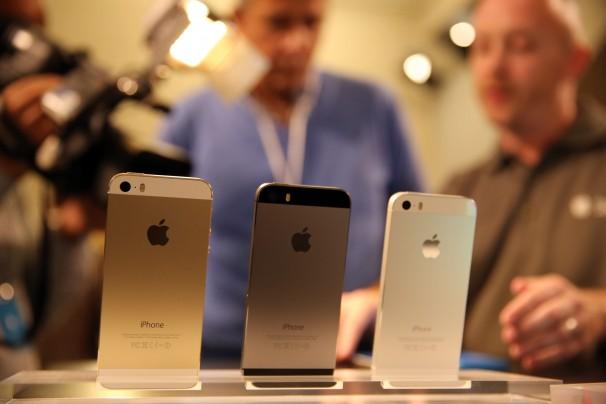 مجموعة من قراصنة الإنترنت يقومون بإختراق نظام أمن iphone 5S  الجديد المعتمد على بصمات الأصابع