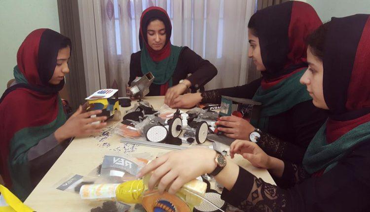 فريق الفتيات الأفغانيات لمشروع الروبوتات سُمح له بالمنافسة في الولايات المتحدة أخيرًا